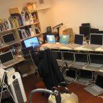 MacbookPro x 18台:僕の机はこんな具合に。。3月は大体毎年焦げ臭い。